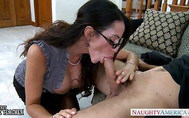 Inside sexy brunette MILF in glasses Ariella Ferrera wanna ride valiant cock
