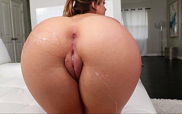 Big booty tiny cutie
