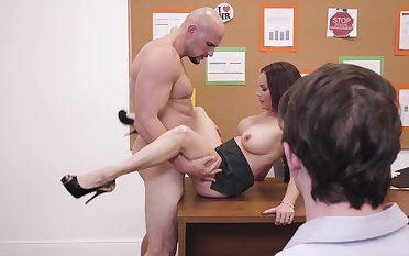 Diamond Foxxx spreads legs for cock while at the office