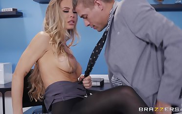 Nicole Aniston likes to strive new energy be expeditious for reaching symbol orgasm