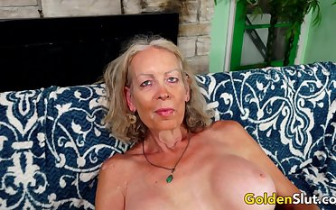 GILF Super Glum Pleasures a  Lover with Will not hear of Mouth and Aged Pussy