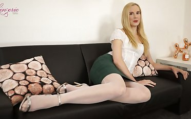 Auburn lady Ariel Anderssen is eager to gain some wonder not susceptible the brush own