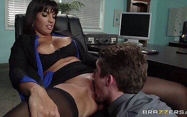 Matured brunette pornstar Mercedes Carrera in stockings enjoys sex