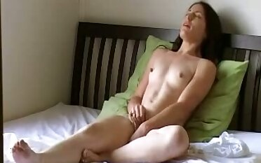 This bungling slut loves hammer away art of self pleasuring and she has no shame