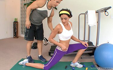 Fitness chick Eva Sinn gives a blowjob together with gets will not hear of pussy slammed