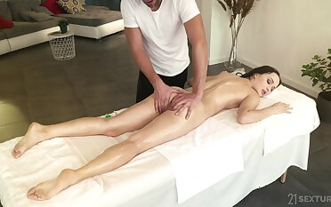 Sexy babe Sasha Sparrow is fucked anally after a on the move body massage